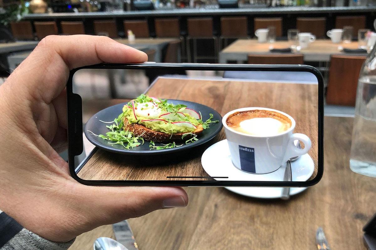 """""""iPhone X Alamıyorsanız Daha Az Kahve İçin"""""""