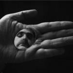 """Diálogo entre…""""No meu atelier"""" e """"Mão com Espelho"""""""