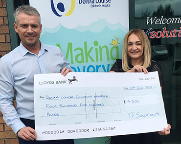 Andy-Cherrill-presents-cheque-to-DLH