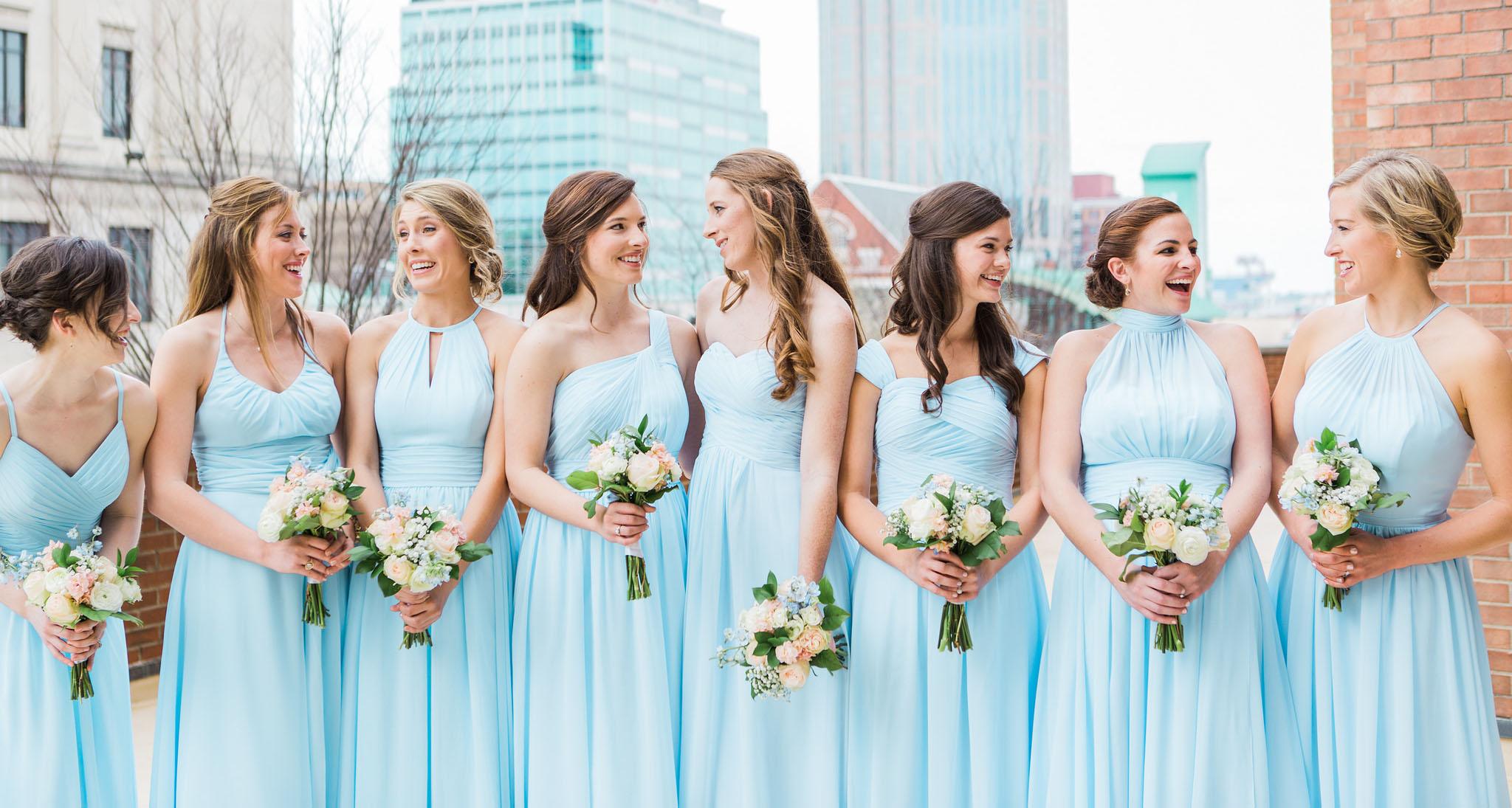 culoarea rochiilor domnisoarelor de onoare