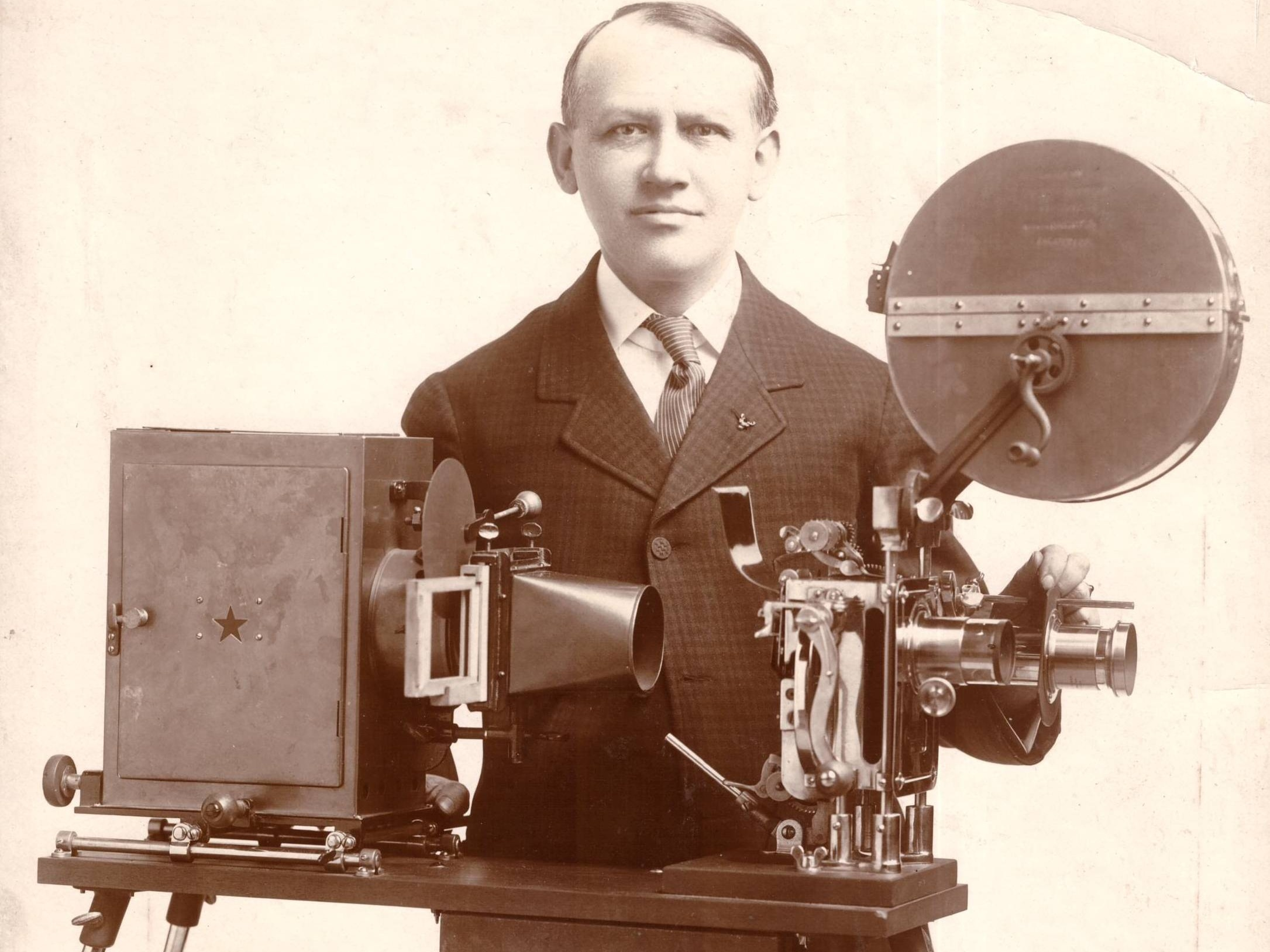 Foto: Carl Laemmle Produzentenpreis (Carl Laemmle mit Kamera, 1909)