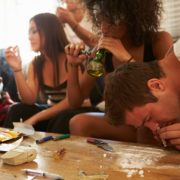 Drogen, Koks, Junkies, Party Foto: Adobe Stock (Symbolbild)