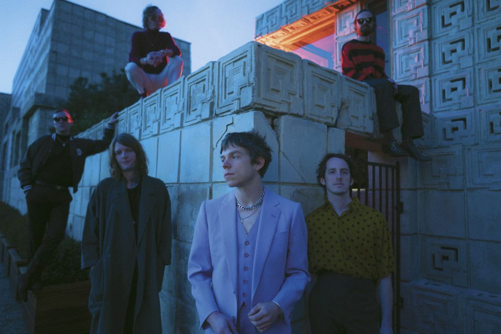 "Nieuwe single Cage The Elephant ft. Beck – ""Night Running"""