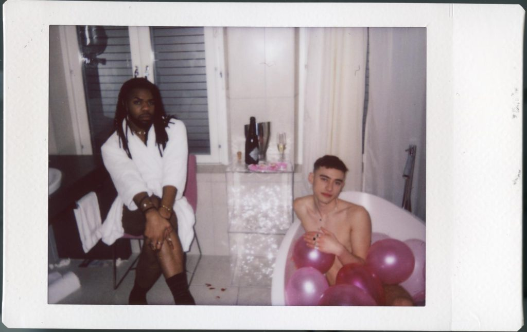 "Nieuwe single Years & Years en MNEK – ""Valentino"""