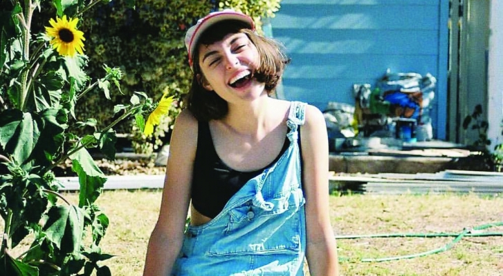 "Nieuwe single Stella Donnelly – ""Tricks"""