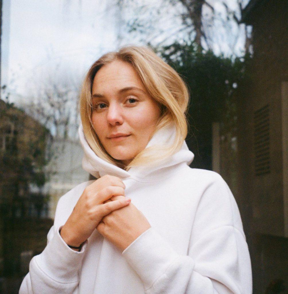 "Nieuwe single Laura Misch – ""Blue Dot"""
