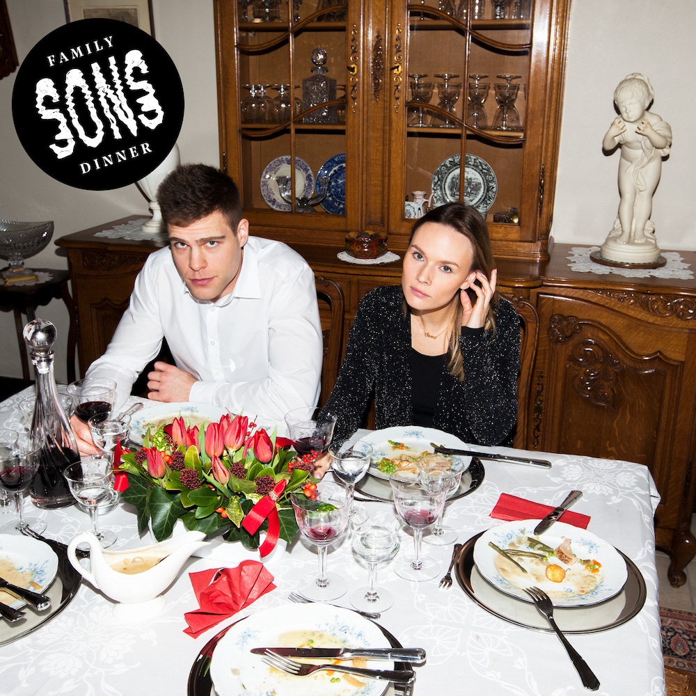 SONS – Family Dinner (★★★½): Feesten met de zatte nonkel!