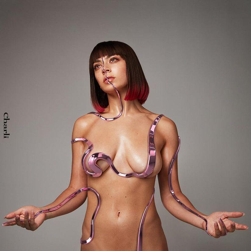 Charli XCX – Charli (★★★½): Wat is er leuk aan een gewoon popalbum?