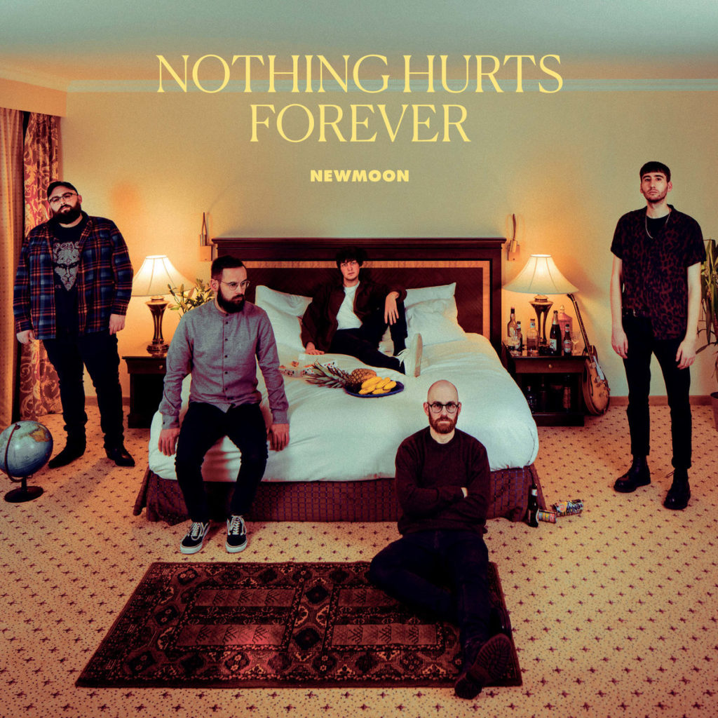 Newmoon – Nothing Hurts Forever (★★★): Een galmende dagdroom