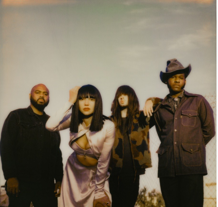 "Nieuwe single Khruangbin & Leon Bridges – ""Texas Sun"""