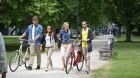 Studierende mit fahrraedern in einem berliner park copyright istockphoto istock 000022812802 full