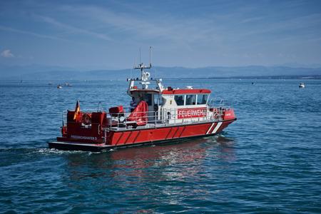 Neues Feuerwehrboot am Bodensee übergeben
