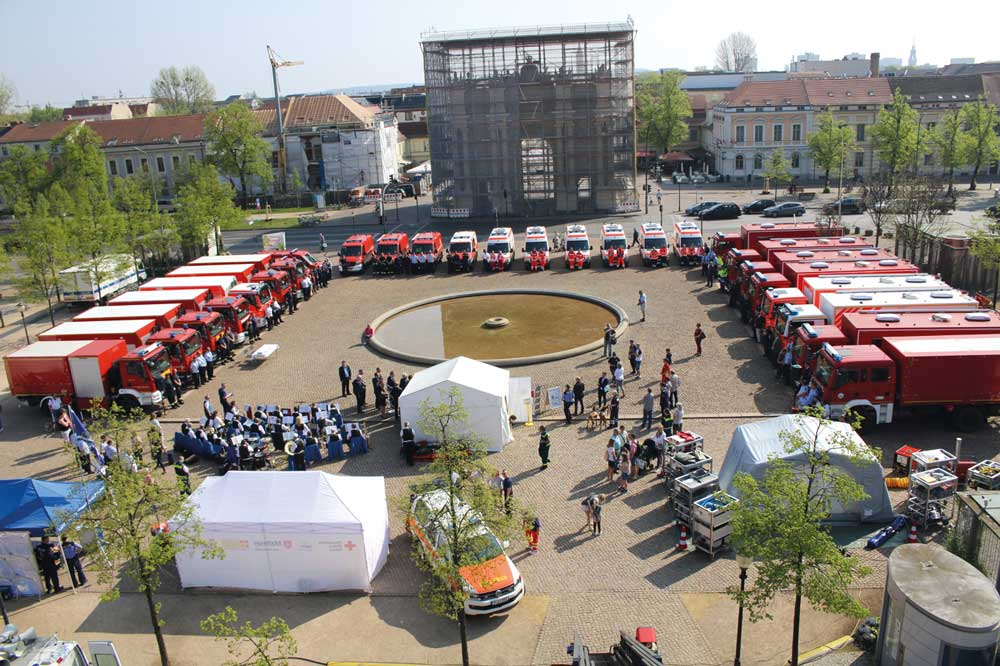 Übergabe von Fahrzeugen an Hilfsorganisationen