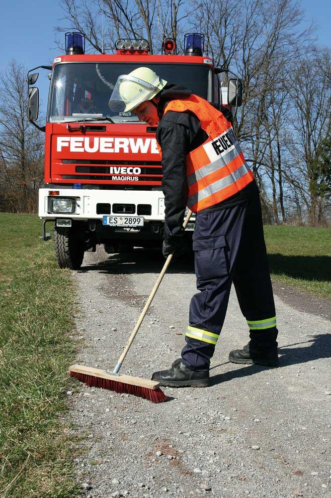 Ölschadenbeseitigung auf Straßen: Eine Aufgabe für die Feuerwehr?