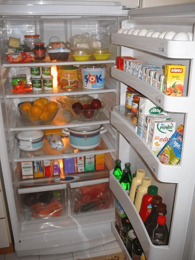 Bu arada evde olmadığımız için buzdolabını bir güzel temizlemek, çürüyecek şeyleri atmak ata sporlarımızdan birisi.