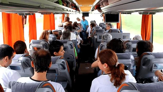 Otobüs, uçak biletinin toplandığı en yetkili merci biziz. Unutmamak için kafayı yiyene kadar tekrar tekrar kontrol ederiz.