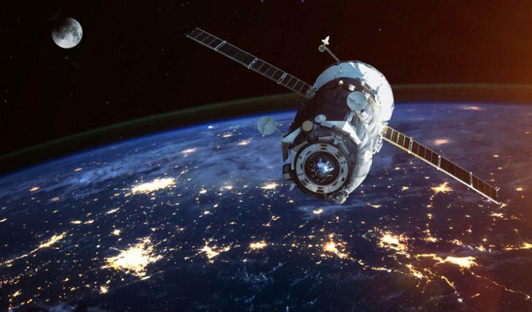 'Savaş Aksesuarı', uzay bilimi ve ordu arasındaki ilginç ittifakı soruşturuyor