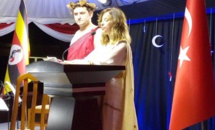 Büyükelçi Yavuzalp'in Helen kılığına girmesi ile ilgili en ilginç tepkiler