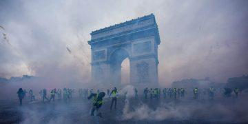 17 resimle Fransa'nın ölümcül ve artan protestoları