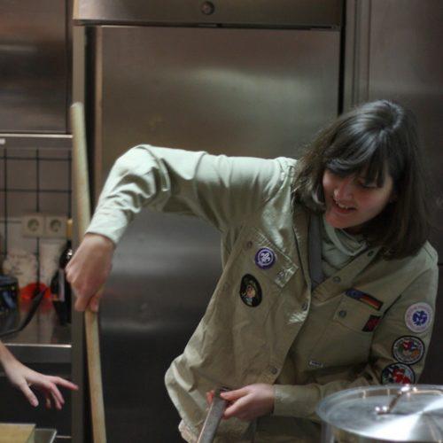 Susan schwingt den Kochlöffel