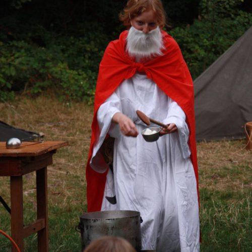 Miraculix brodelt seinen berühmten Zaubertrank