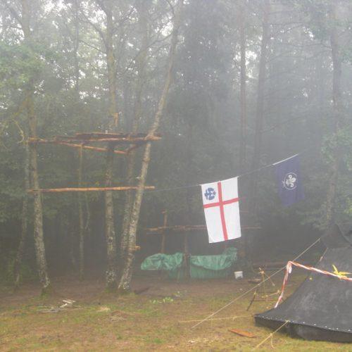 Nebelverhangener Lagerplatz
