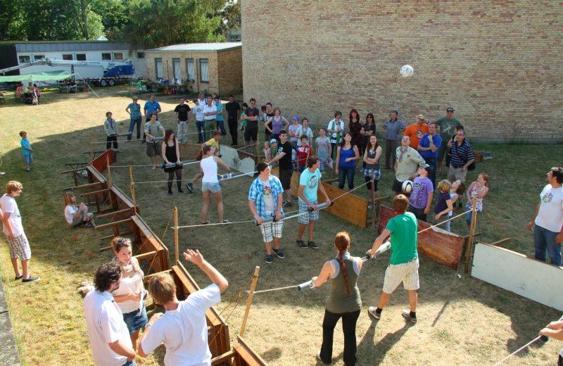 Menschenkickerturnier an der Stammesversammlung