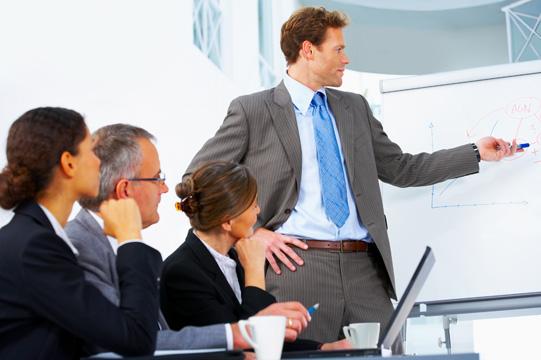 كيف تدير فريق من الموظفين الأكبر منك سنا
