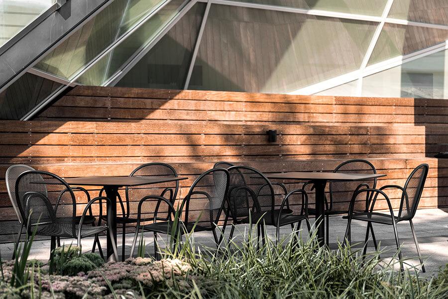 EMU Outdoor Furniture Arredamento Brussel Mussels Pub