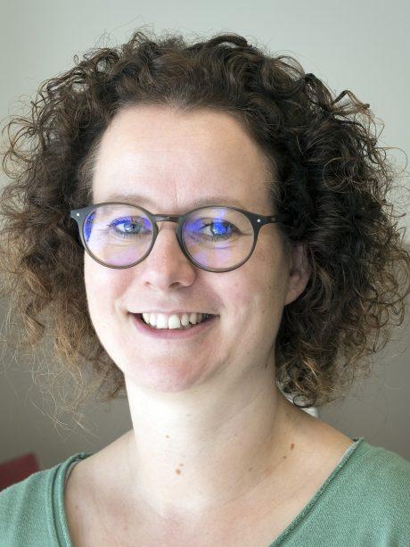 dr Nicole Naus