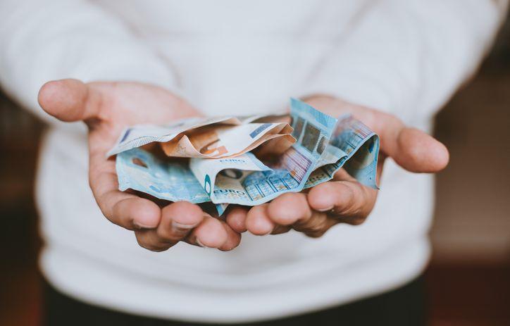 Wysyłanie pieniędzy w paczce