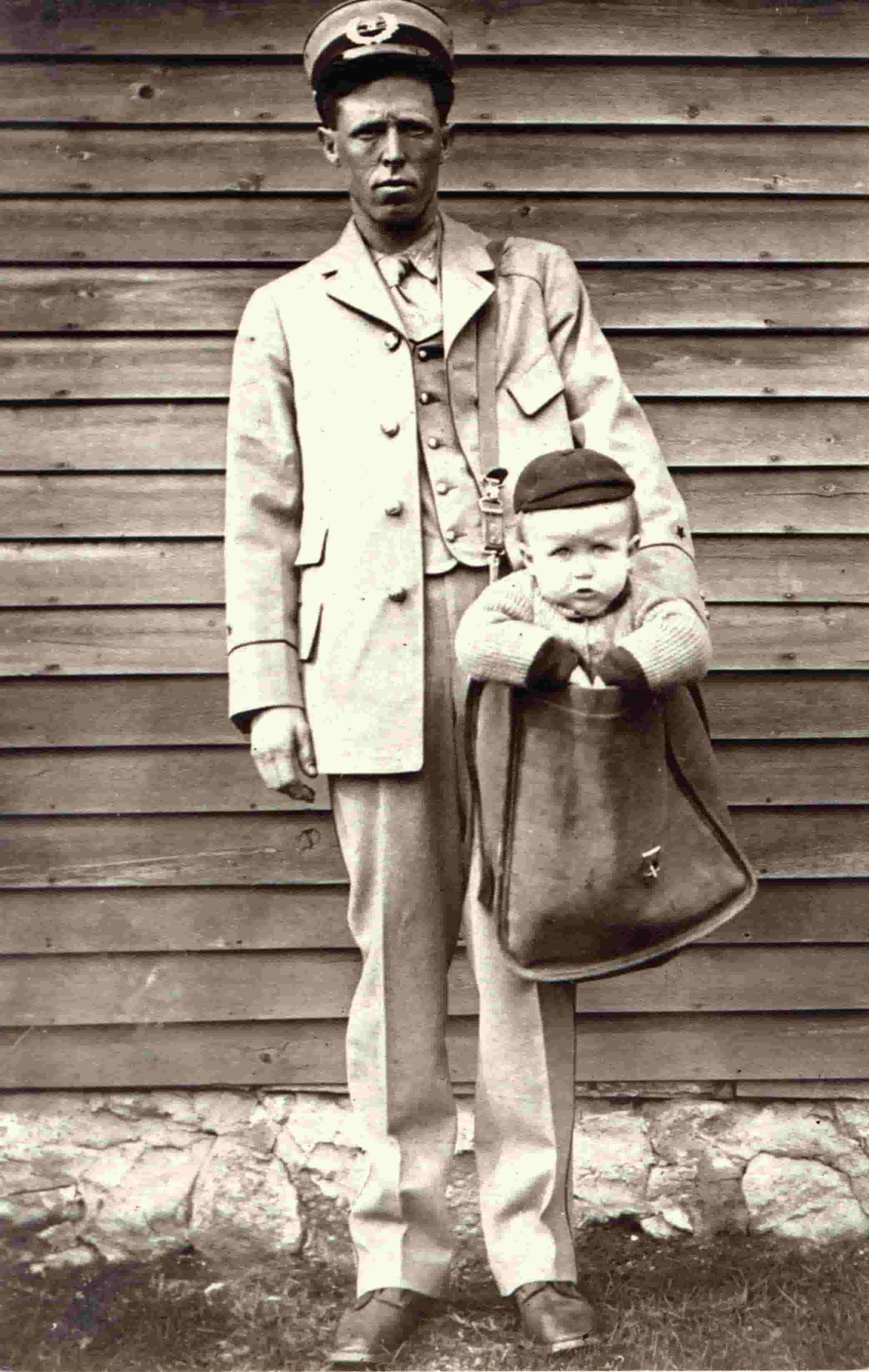 mailman delivering a baby in 1900