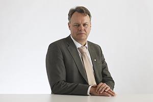 Juho Saari, Diakonissalaitoksen hallituksen jäsen.