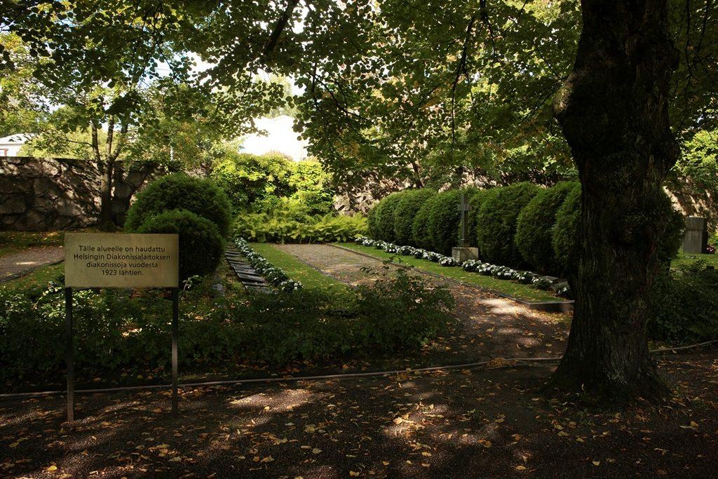 Opastettuja kierroksia järjestetään Malmin hautausmaalle.