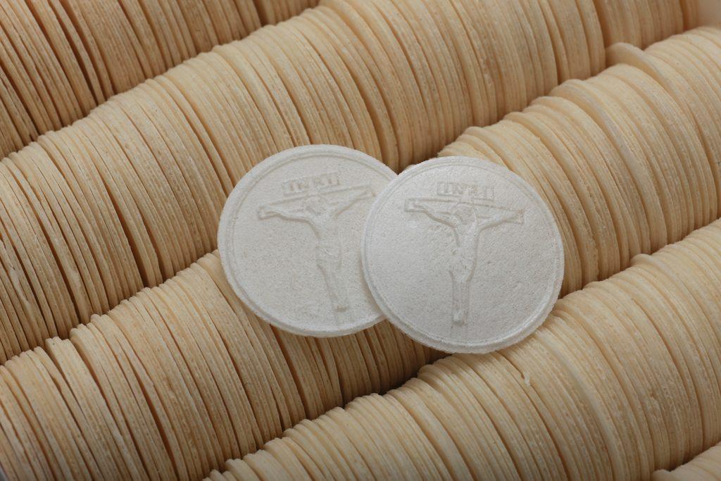 Ehtoollisleipiä on tehty Diakonissalaitoksella Kuva ehtoollisleivistä.