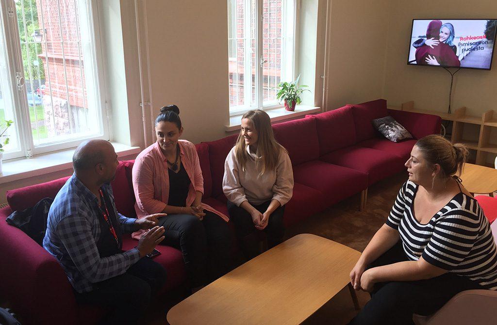 Kansalaisjärjestö VoRae sai tukea toiminnalleen Suomen vierailulla.