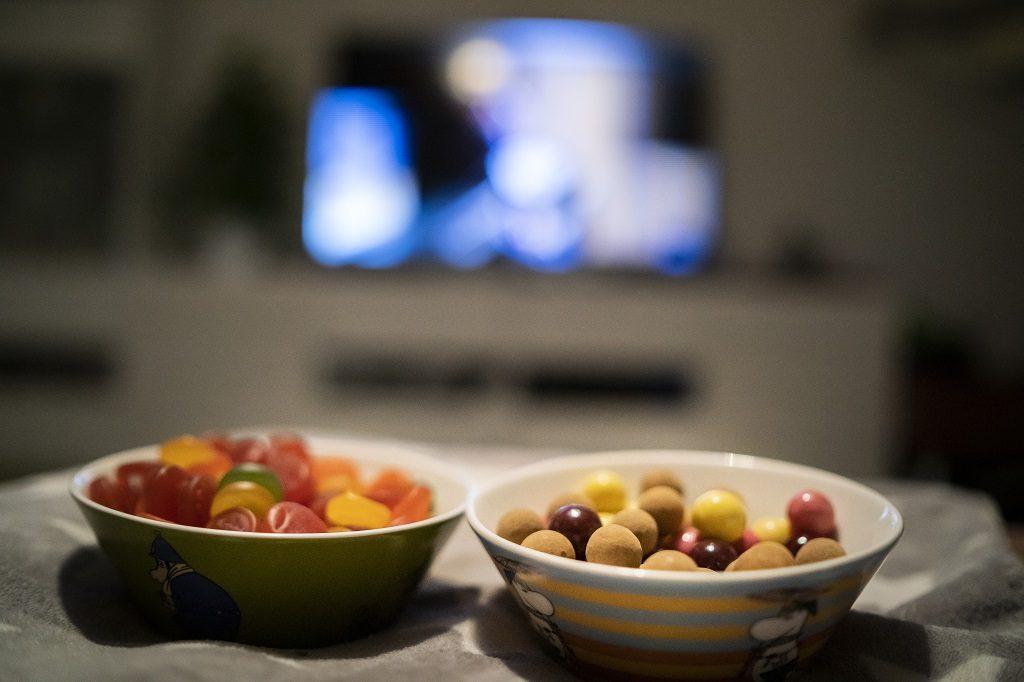 Karkkipäivän karkit ja televisio