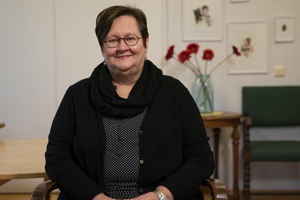Diakonissalaitoksen vastaava sosiaalityöntekijä Leena Leppänen