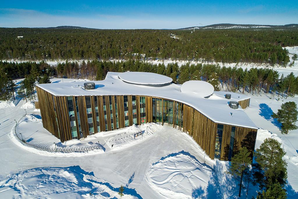 Kuvassa on saamelaiskulttuurikeskus Sajos Inarissa.
