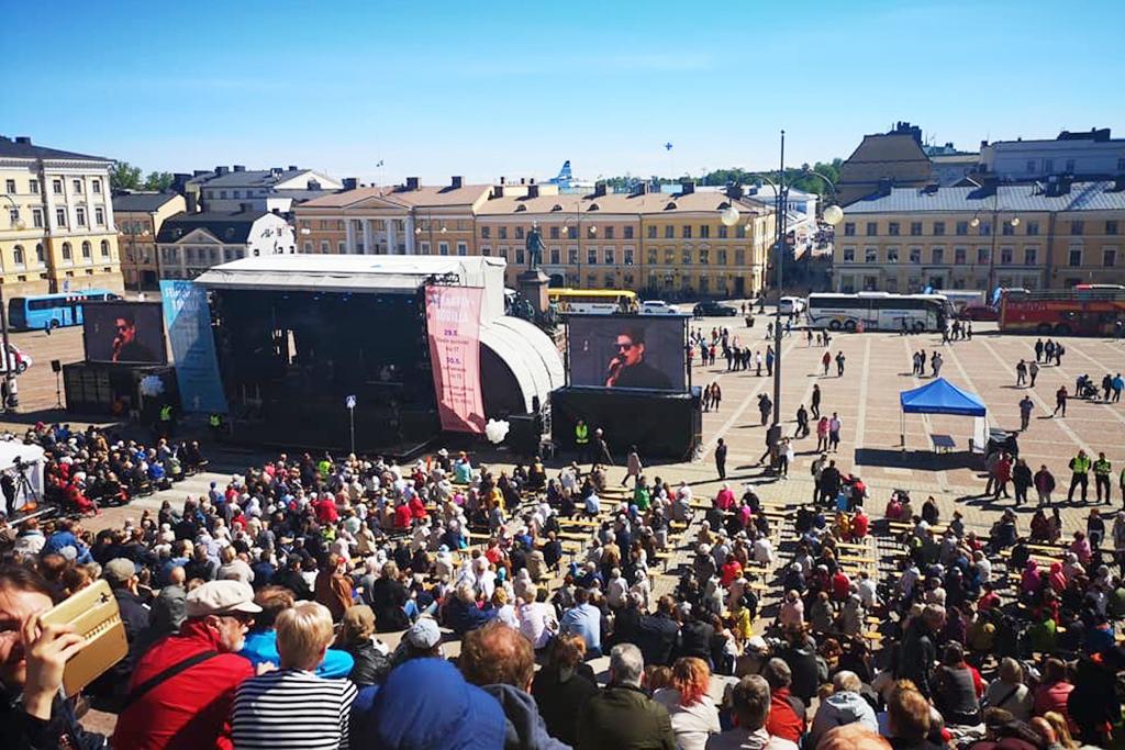 Kuva ensimmäisestä Sovinnon päivän konsertista toukokuussa 2019 Senaatintorilla Helsingissä. #Sovinto