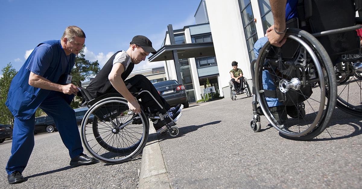 Kuva: Invalidiliitto, TuleApu kuva, pyörätuolin käyttö