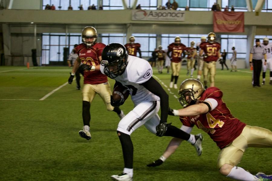 November 7, 2015 / Saint Petersburg, Russia / Konstantin Konstantinov (Black Storm) scoring a touchdown / © First&Goal (firstandgoal.ru) / Yuriy Marin