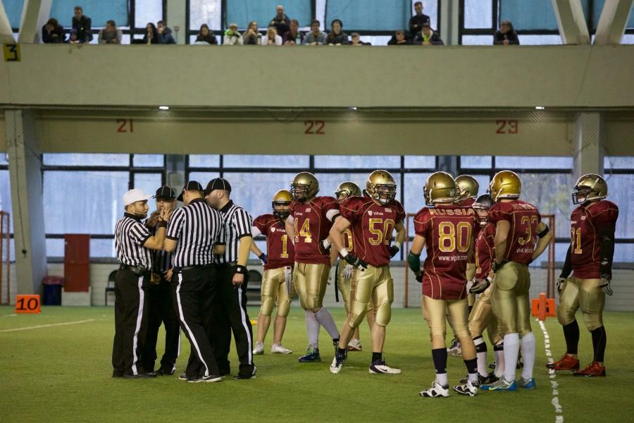 November 7, 2015 / Saint Petersburg, Russia / Officials discussing the penalty / © First&Goal (firstandgoal.ru) / Yuriy Marin