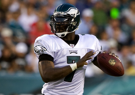 Philadelphia Eagles Michael Vick pepares to throw one of his 4 completions in the Eagles 33-32 win over the Jacksonville Jaguars in their preseason game at Lincoln Financial Field.08/27/2009 SEAN SIMMERS, The Patriot-News