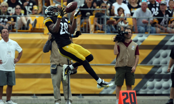 Sep 28, 2014; Pittsburgh, PA, USA; Pittsburgh Steelers cornerback Cortez Allen (28) intercepts a pass against the Tampa Bay Buccaneers during the second half at Heinz Field. The Buccaneers won the game, 27-24. Mandatory Credit: Jason Bridge-USA TODAY Sports