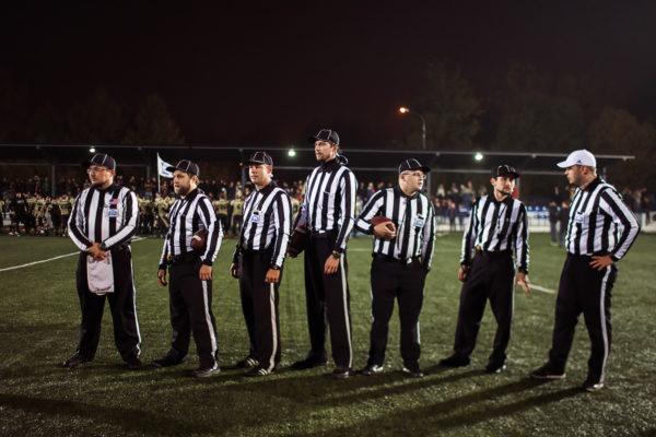 Судейская бригада после окончания финального матча ЛАФ, 8 октября 2016 г. Фото: Дмитрий Тур (First & Goal)