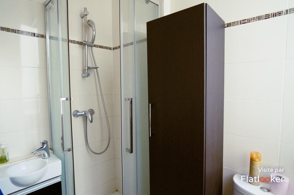 location brochant 75017 paris 780. Black Bedroom Furniture Sets. Home Design Ideas