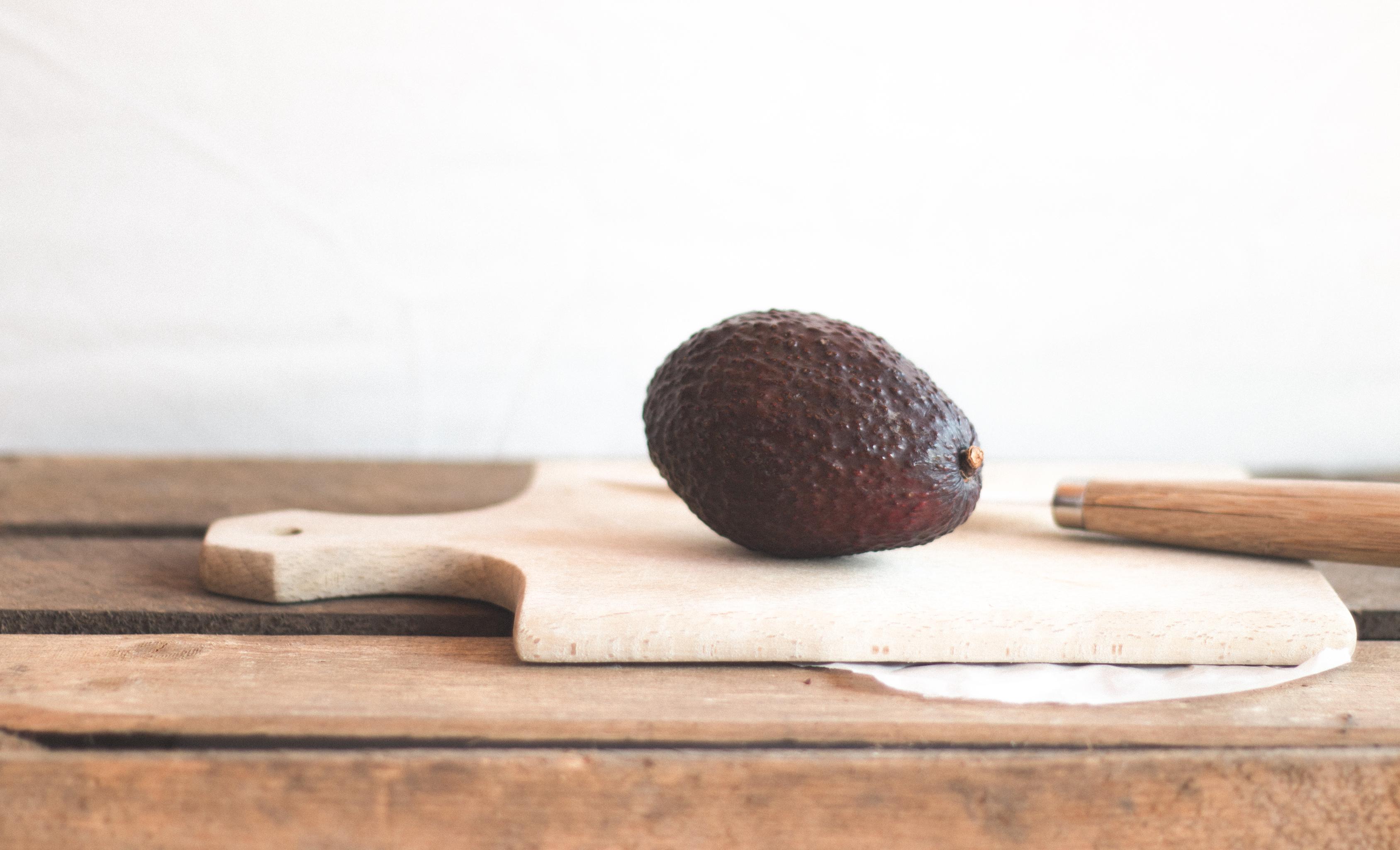 wie schmeckt eine avocado avocadosorten wie erkennt man eine reife frucht frag mutti avocado. Black Bedroom Furniture Sets. Home Design Ideas