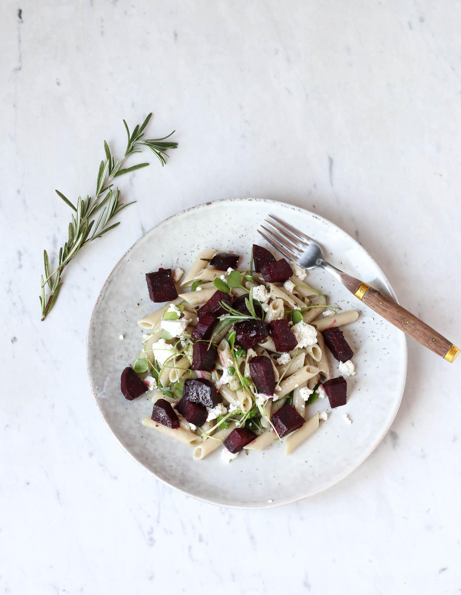 Balsamico Bete Pasta mit Oliven & Ziegenkäse {flowers on my plate}