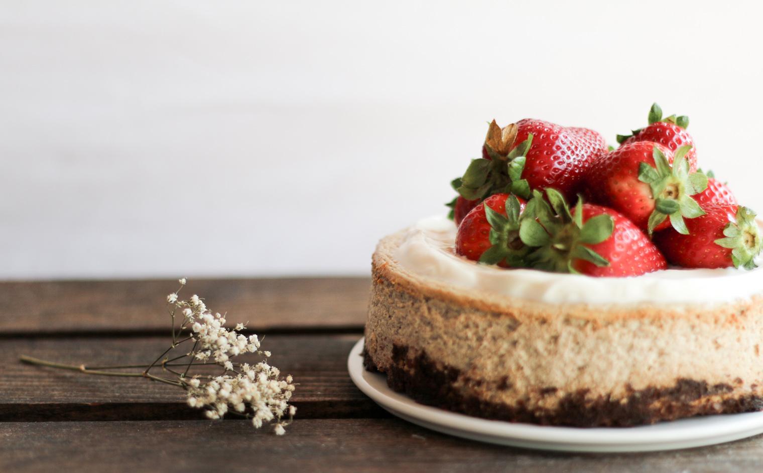 Erdbeer & Ricotta Cheesecake {zuckerfrei} | flowers on my plate ...